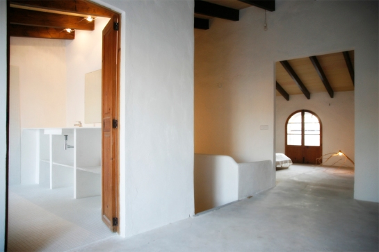 Övervåningen, från terassen mot master bedroom och badrum