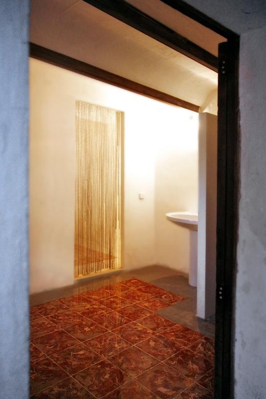 Tvättmaskin, dusch och wc-svit på nedervåningen