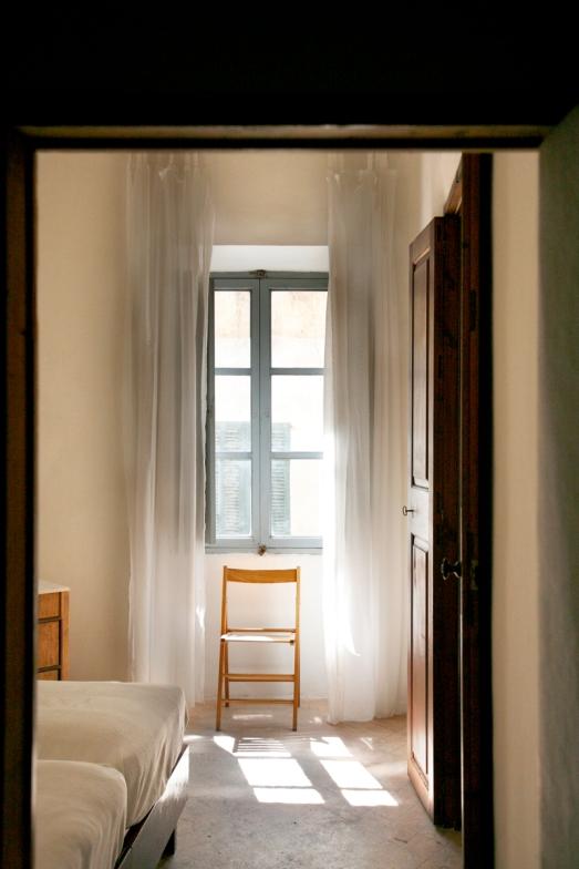 Det mindre sovrummet med två sängar, andra våningen